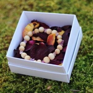 Kadaka käevõru rodokrosiidi ja rubelliidiga kinkekarbis