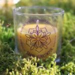 Mesilasvaha küünal klaasis